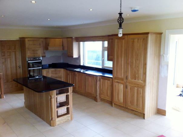 Solid-Oak-kitchen-with-black-granite-tops-Ballyhaunis-Co.Mayo-Ireland-004